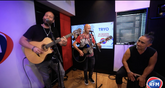 Tryo interprète « Aimer » en session acoustique