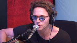 Raphaël interprète « Maquillage Bleu » pour RFM